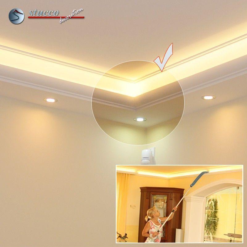Inneres Eckelement verbindet zwei Stuckleisten für direkte und indirekte Beleuchtung München 270+205 PLEXI PLUS in einer Zimmerecke
