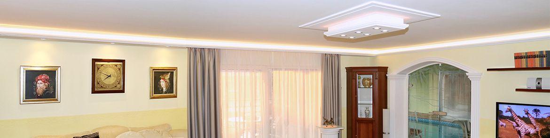 Indirekte Beleuchtung Wohnzimmer mit Stuckleisten Styropor und LED Leuchtmitteln