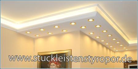 Kombi Stuckleiste mit LED Spotlights und LED Stripes als Außenecke